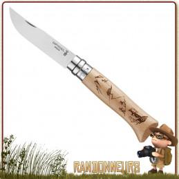 """Couteau fermant Opinel Randonneur 8 VRI manche en bois de hêtre vernis de 11 cm avec marquage laser """"Randonneur""""."""
